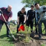 Министр здравоохранения Владимир Пелеганчук и студенты