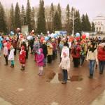Студенты и ветераны спели и станцевали на площади (фото)