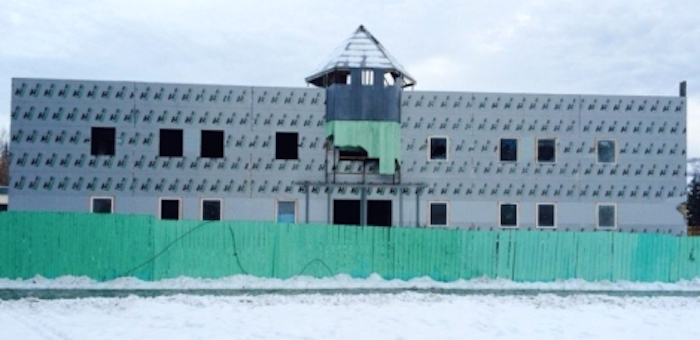 Недостроенный развлекательный центр около «Голубого Алтая» уйдет с молотка