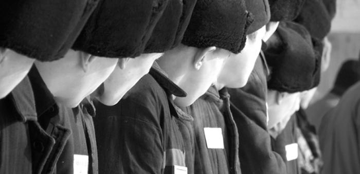 Юных заключенных обучили контролировать эмоции с помощью пластилина