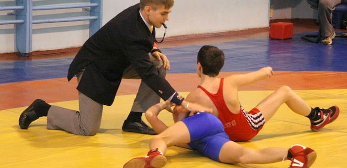 Горно-алтайский спортсмен взял серебро на юношеском первенстве по греко-римской борьбе