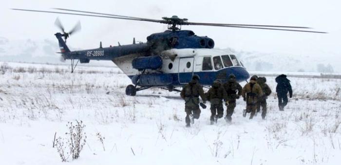 Сотрудники спецподразделений провели учения по боевому десантированию (фото)