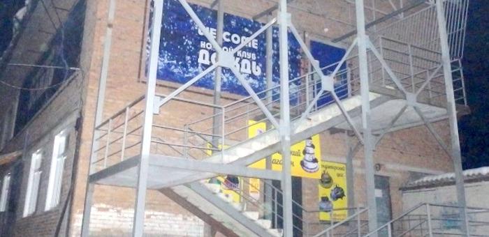 Участники специального рейда по ночным клубам не смогли попасть в «Дождь»