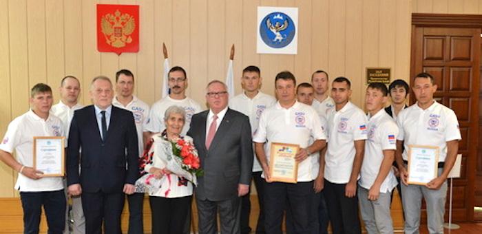 Александр Бердников встретился с командой по рафтингу