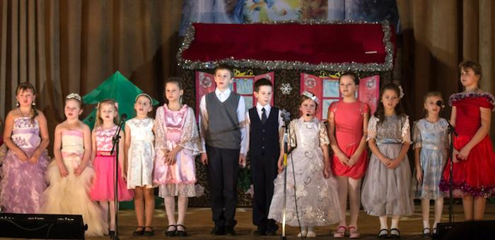 В рождественские дни воспитанники воскресной школы навестили одиноких людей (фото)