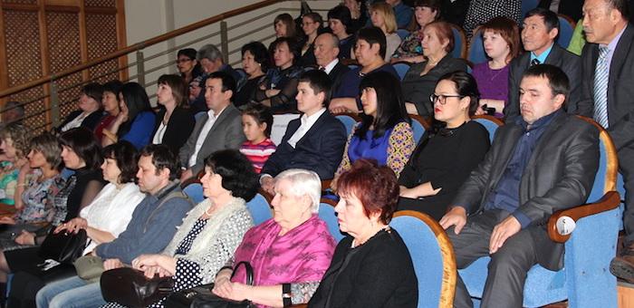 В Горно-Алтайске отметили День российской печати