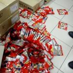 Пенсионеры продавали наркоманам «грязный» мак прямо в торговом центре (фото)