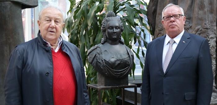 Зураб Церетели подарил Горному Алтаю памятник императрице Елизаветы Петровне