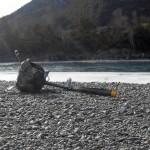 Частный вертолет совершил жесткую посадку в Чемале, два человека получили травмы (фото)