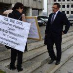 Фотофакт: Три одиночных пикета прошли у Госсобрания