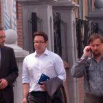Фотофакт: Сотрудники британского посольства встретились с лидером «Парнаса» Сергеем Михайловым