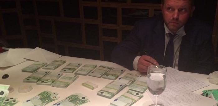 Губернатора Никиту Белых взяли с поличным при получении взятки (фото и видео)