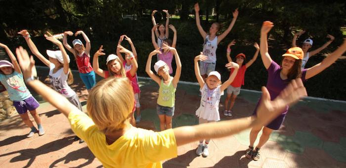 Около 9 тысяч детей уже отдохнули в летних лагерях
