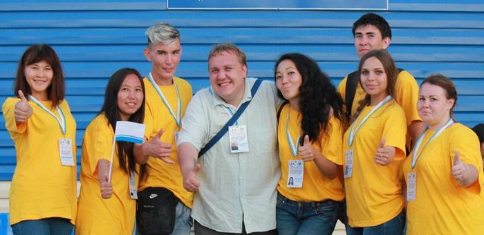 60 молодых добровольцев работали на Эл Ойыне