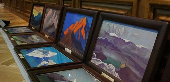Подлинные картины Рериха выставили в Верх-Уймоне