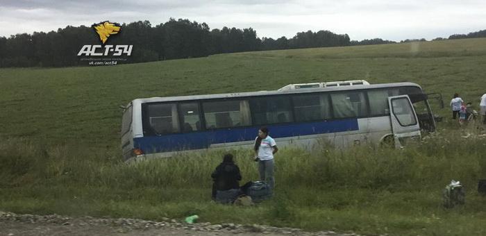 Следовавший в Горный Алтай автобус «ушел» в кювет после столкновения с джипом