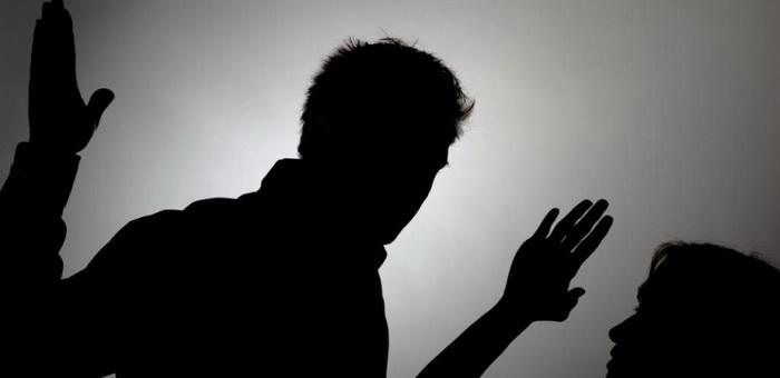 Ревнивый мужчина до полусмерти избил подругу