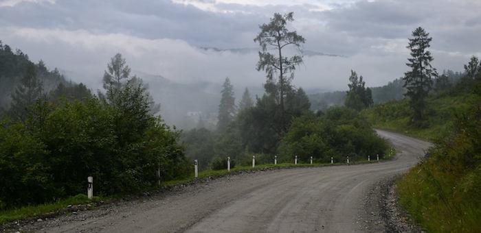 Самосвал перевернулся на Громотухе, водитель погиб