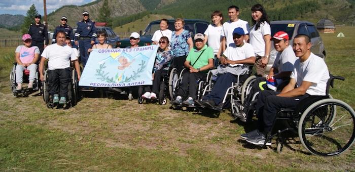 Инвалиды организовали автопробег из Онгудая до Тюнгура