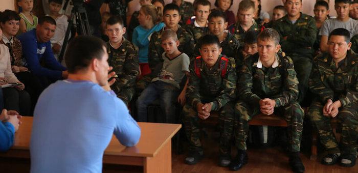 Олимпийский чемпион Роман Власов встретился с горно-алтайскими кадетами (фото)