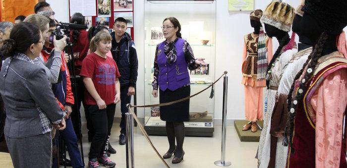 Открылась выставка, посвященная 30-летию ансамбля «Алтай»