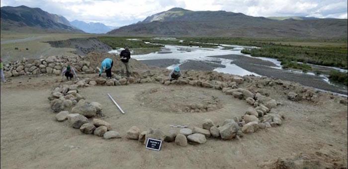 В древнем кургане около Старого Бельтира обнаружили обезглавленные тела взрослого и ребенка