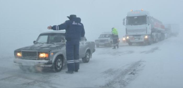 В Усть-Канском районе из-за снежной бури затруднен проезд автотранспорта