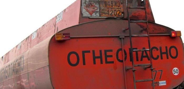 Грузовик и бензовоз столкнулись около Чаган-Узуна