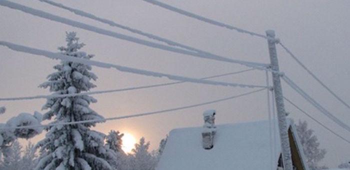 Снегопад и снежная лавина оставила без света несколько районов