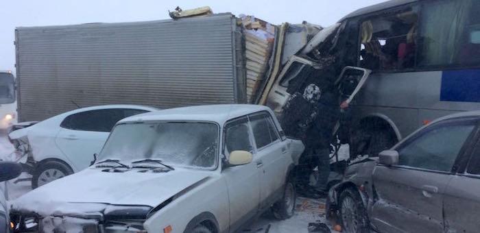Фотофакт: Автобус из Горно-Алтайска попал в серьезное ДТП около Бийска