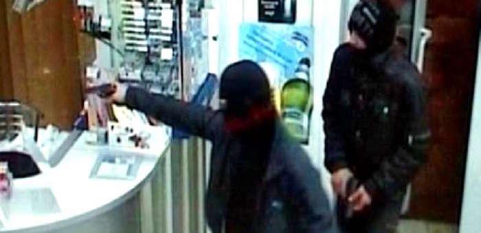 Двое парней совершили разбойное нападение на продуктовый магазин в Горно-Алтайске