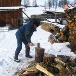 Фотофакт: Пожарные помогли пожилым и многодетным справиться с последствиями снегопада