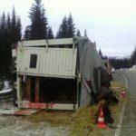 На Семинском перевале перевернулся КамАЗ, водитель погиб