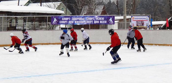 В Манжероке открыли хоккейную коробку и провели турнир (фото)