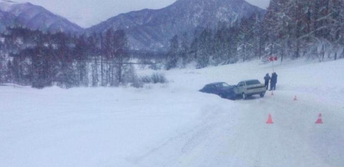 Два ВАЗа столкнулись в Усть-Коксинском районе