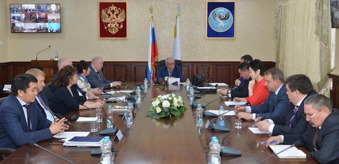 Глава региона провел аппаратное совещание