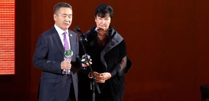Ивану Белекову вручили награду «За сбережение народа»