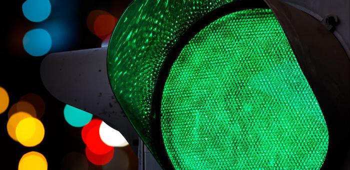 Toyota сбила девушку, переходившую дорогу на зеленый сигнал светофора