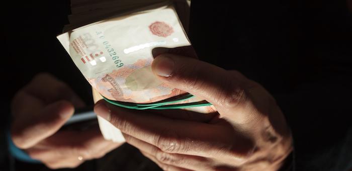 Высокопоставленного следователя задержали в Чое за получение взятки