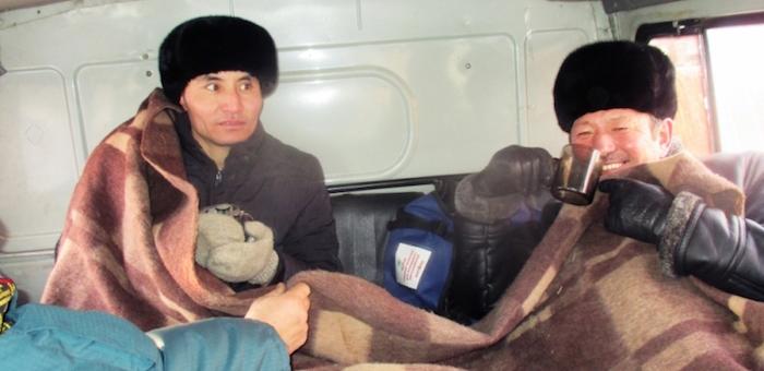 Граждан Монголии, замерзавших на трассе, спасли кош-агачские пожарные