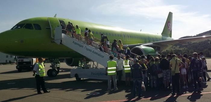 Пассажиропоток горно-алтайского аэропорта снизился за год на 12%