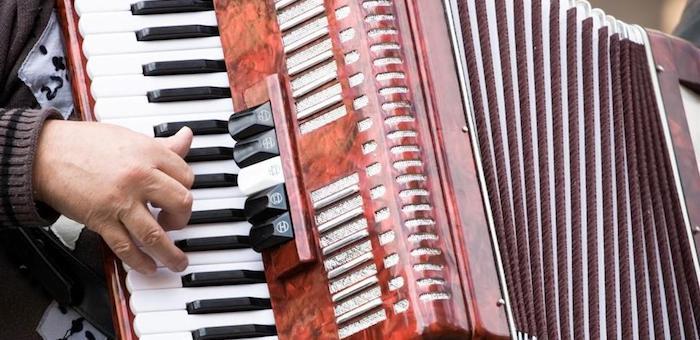 Ни аккордеона, ни денег: жителя Маймы обманули на Avito