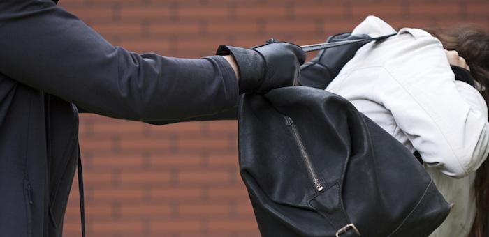 В Майме молодой человек напал на 84-летнюю старушку