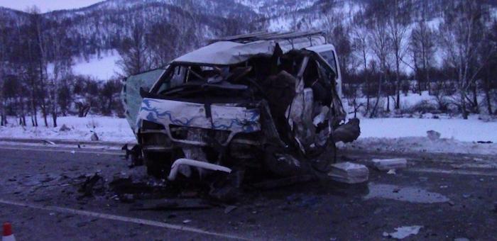 Лобовое столкновение корейских автомобилей: один человек погиб, четверо в больнице