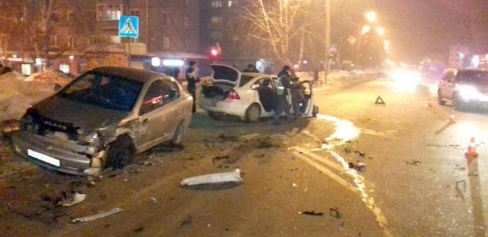 Фотофакт: 20-летний водитель устроил ДТП в районе автовокзала