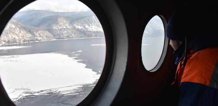 Поиски разбившегося на Телецком озере вертолета приостановлены