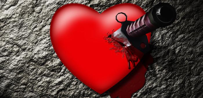 Пожилой мужчина из ревности несколько раз ударил ножом свою подругу