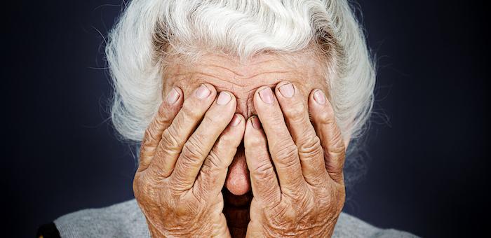 Грабитель напал на 68-летнюю пенсионерку