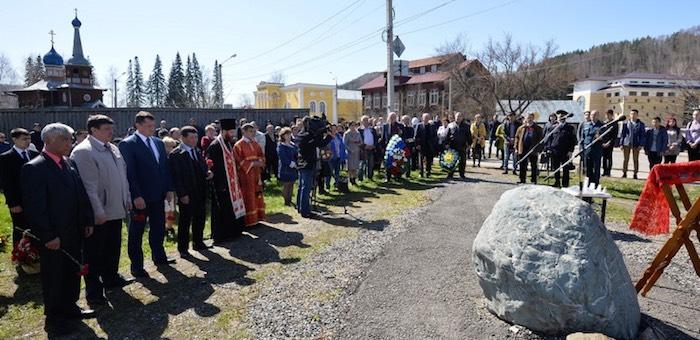 Память ликвидаторов чернобыльской катастрофы почтили в Горно-Алтайске