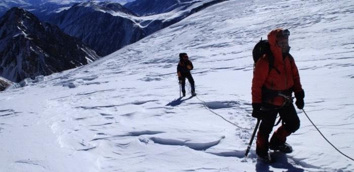 Поиски туриста на леднике Маашей продолжаются (видео)